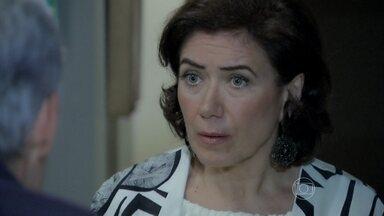 Maria Marta tem uma conversa franca com Cláudio - Enrico culpa o pai pelo acidente de Beatriz