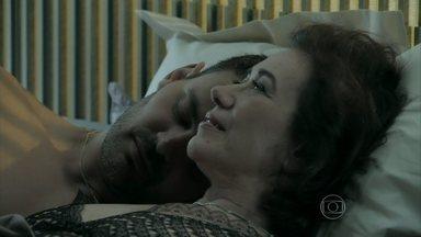Império - Capítulo de sexta-feira, dia 17/10/2014, na íntegra - Maria Marta passa a noite com Maurílio