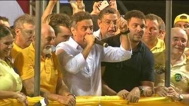 Aécio Neves faz campanha no Pará e em Minas Gerais - O candidato do PSDB, Aécio Neves foi para Caeté, na Região Metropolitana de Belo Horizonte, e depois para Belém do Pará. Ao falar com jornalistas, Aécio Neves defendeu investimentos em hidrovias e ferrovias.