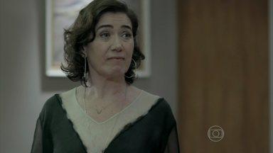 Marta exige que Zé Alfredo encontre Enrico - Os dois se alfinetam enquanto falam de seus respectivos amantes