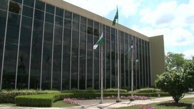 Justiça pede exoneração de funcionários da prefeitura por nepotismo - Funcionários da prefeitura de Guarapuava são acusados de favorecimento na nomeação de parentes para cargos públicos.