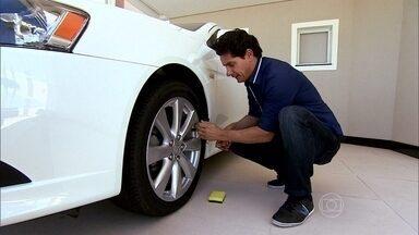 O pneu está murcho e não tem furo? Verifique a válvula de controle de ar - Com água, sabão e uma esponja você descobre se está vazando ar através da válvula de controle de ar.