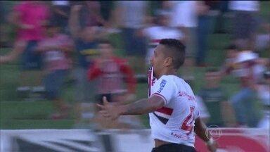 Perto de fazer história, Antônio Carlos pode bater recorde de Júnior Baiano - Jogador do São Paulo está a um gol de ultrapassar ex-atleta e se tornar o maior zagueiro-artilheiro do Brasileirão.