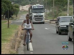 Falta de ciclovia causa reclamações em vicinal - Via liga Adamantina à Lucélia e é acesso para quatro bairros.