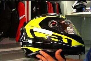 Motociclistas precisam ficar atentos na hora de comprar os capacetes - O neurocirurgião João Ananias comenta sobre os ricos de andar sem capacete.