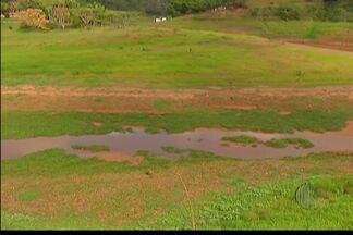 Bancos de areia e muita vegetação aparecem na Represa do Rio Jaguari em Santa Isabel - O nível do rio nesta segunda-feira (27) é de 1, 58 cm.