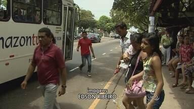 Passageiros reclamam da demora de ônibus no dia das eleições - Quem precisou de ônibus no domingo de eleições reclamou do tempo de espera nas paradas.