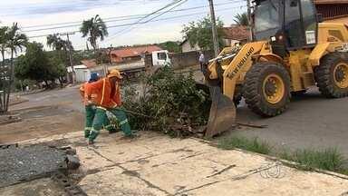 Projeto 'Cidade Limpa' retira entulho de bairros de Goiânia - De acordo com a Comurg, até a manhã desta sexta-feira (31), já foram recolhidas mais de 800 toneladas de entulho só no Jardim Novo Mundo.
