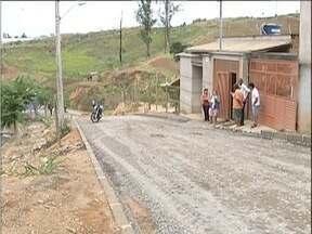 Calendário MG: Falta de pavimentação causa transtornos para moradores de Ipatinga - Rua Paravanaí, no bairro Caravelas, é alvo de reclamação de populares.