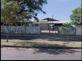 Escola 'abandonada' espera reformas desde 2012 - Unidade de ensino fica em Teodoro Sampaio.