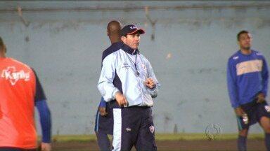 Londrina aposta no conjunto para reverter semifinal na Série D - Principal destaque do time é o técnico Claudio Tencati. Tubarão precisa de 2 a 0 para chegar à decisão