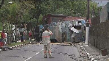 Acidente envolvendo trens causa vazamento de óleo - No total, vazaram oito mil litros de óleo