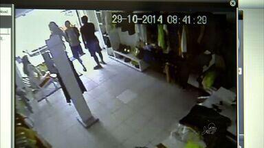 Moradores do Bairro José Walter estão assustados com a onda de assaltos, em Fortaleza - Bandidos agem em qualquer hora do dia.