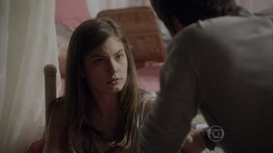 Gael diz para Bianca que Duca e Nat não estão juntos - O mestre pede para a filha não pressionar Duca
