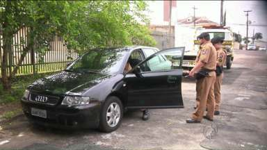 Carro levado durante o assalto no Bigorrilho é encontrado pela polícia - Os bandidos que assassinaram uma mulher ontem ainda não foram localizados.