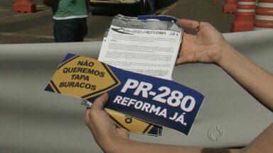 Manifestantes pedem melhorias na PR 280 - O protesto pediu urgência na reforma de 185 quilômetros entre o trecho de Marmeleiro e o trevo de acesso a BR-153.