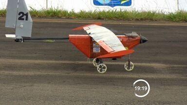 Estudantes de engenharia participam de competição de aeronaves - Aerodesign reúne estudantes do Brasil e de outros países em São José dos Campos.