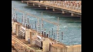 Pela 1ª vez na história, nível dos reservatórios do sistema Ilha Solteira está negativo - Pela primeira vez na história, o nível dos reservatórios do sistema Ilha Solteira (SP) e Três Irmãos está com índice negativo. O reservatório está operando com três metros abaixo do nível mínimo útil. A hidrelétrica continua produzindo energia, mas bem menor do que o normal.