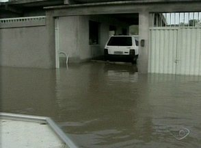 Chuva tira cerca de 50 famílias das casas na Praia do Sauê, em Aracruz, no Norte do ES - Aracruz foi a cidade mais atingida pela chuva na região Norte do Espírito Santo.