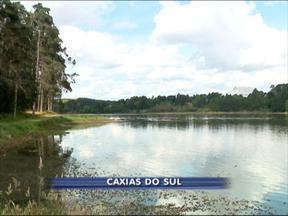 Corpo de homem é encontrado em represa de Caxias do Sul, RS - Suspeita é de afogamento.