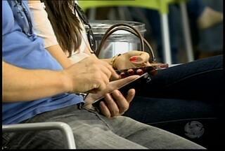 Agência Nacional de Aviação Civil deve liberar o uso de aparelhos eletrônicos durante voos - Mesmo com a liberação, celulares e computadores devem ser desligados durante a decolagem e o pouso dos aviões.