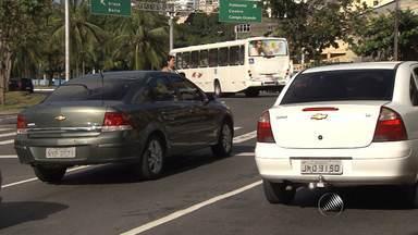 Semáforos quebrados dificultam travessia de pedestres nos Barris, em Salvador - O problema ocorreu por conta de uma queda de energia e foi solucionado por volta das 10h30 desta segunda-feira ( 3).