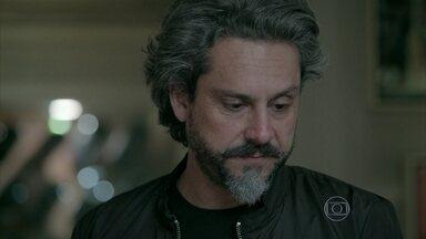 José Alfredo obriga MariaMarta a conversar comele a sós - Ele interrompe o jantar da família