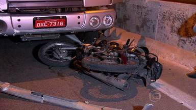 Motociclista morre atropelado no Anel Rodoviário, em Belo Horizonte - Acidente foi no sentido Vitória, na altura do bairro São Francisco, na Região da Pampulha.