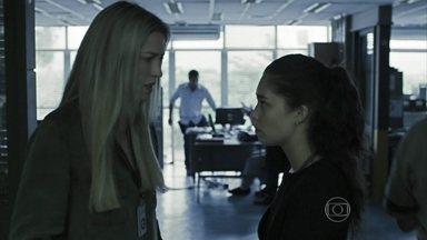 Vera decide jogar uma isca para o assassino - Determinada a descobrir quem é o culpado, ela pede ajuda de Elda