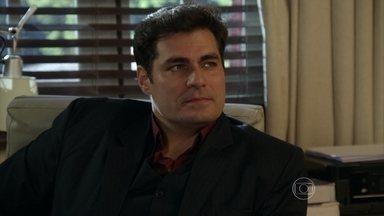 Capítulo de 10/11/2014 - Marcos manda Sueli instalar câmeras no consultório do irmão