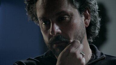 José Alfredo pede que Josué encontre o médico que cuidou de sua vida na mata - Josué afirma que o doutor está vivo e continua igual
