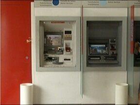 MG Patrulha: Criminosos tentam explodir caixa eletrônico em Timóteo - Câmeras de monitoramento do banco não estão funcionando.