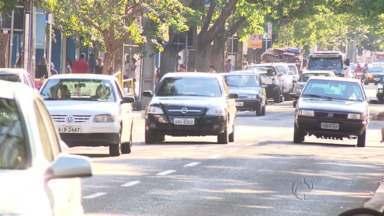 Justificativas de recursos de multas chamam a atenção no Paraná - Tem motorista que justifica que estava coçando a orelha ou que estava sem o cinto de segurança porque estava operado.