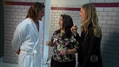 Rômulo Neto comenta fotos de cueca: 'A falta de pudor ajuda' - Vídeo Show acompanha bastidores de trabalho do Robertão como modelo
