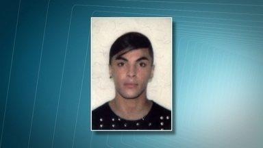 Jovem morre após ser esfaqueado perto do Parque do Ibirapuera - O estudante Marcos Vinicius Souza, de 19 anos, foi esfaqueado em frente ao Parque do Ibirapuera. A família e os amigos acreditam que o rapaz possa ter sido vítima de homofobia.