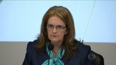 Presidente da Petrobras admite ter sido informada sobre esquema de propina - No RJ, a presidente da Petrobras admitiu que foi informada que funcionários receberam propina de uma empresa holandesa, e que os desvios de dinheiro podem ter impacto no resultado da campanha. A empresa vive um dos momentos mais difícil, diz Foster.