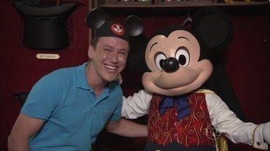 Mickey mágico! O ratinho mais famoso do mundo faz truques - Encante-se com os personagens da Disney