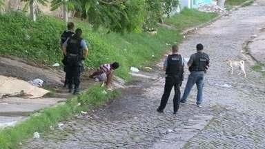 Nove pessoas são presas em operação no morro do Salgueiro - A operação para cumprir 33 mandados de prisão contra traficantes contou com a participação de 120 policiais civis e PMs da UPP do morro do Salgueiro. As investigações duraram seis meses.