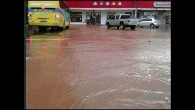 Moradores de Cachoeiro sofrem com alagamentos pós chuvas, no Sul do ES - Moradores enfrentam prejuízos e destruição com alagamentos.