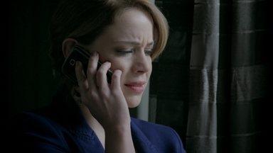 Cristina recebe a notícia sobre a morte de Fernando - Elivaldo conta para a irmã sobre a morte do advogado. Maria Clara consola a irmã