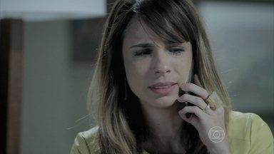 Danielle comunica a Érika que vai contar a verdade para José Pedro - Amanda a observa. Téo pressiona a jornalista para conseguir informações de Danielle