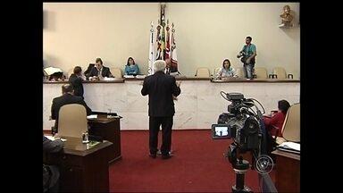 Câmara de Rio Preto vota orçamento da prefeitura para o ano que vem - O orçamento de São José do Rio Preto (SP) para 2015 volta a ser discutido nesta terça-feira (25) na Câmara. Na semana passada, os vereadores aprovaram a legalidade do projeto com 36 emendas.