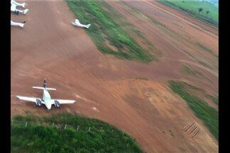 Operação da Anac e Ibama encontra aviões sem condições de uso e pilotos sem documentação - Agentes também encontraram pistas de pouso clandestinas no Pará. A Anac acredita que essas pistas sejam usadas pelo tráfico.