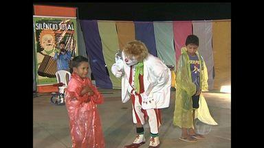 Ator global fala da carreira e apresentação de espetáculo em Santarém - Apresentações foram realizadas em vários locais da cidade.