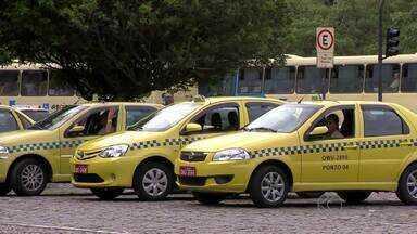 Juiz de Fora deve ter mais de 100 novos táxis no 1º semestre de 2015 - Prefeito Bruno Siqueira anunciou abertura de edital nesta terça-feira (25).Todos os carros terão ar condicionado, GPS e câmera de segurança.