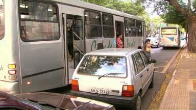 Motoristas do transporte coletivo de Maringá estão sendo multados - O motivo é que eles param longe dos pontos