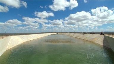 Governo e agência garantem que seca não vai atrapalhar transposição do Rio São Francisco - Especialistas dizem, porém, que a forte estiagem vai dificultar gerenciamento da retirada de água do Velho Chico.