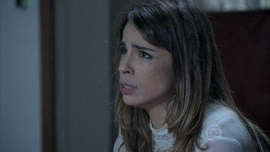 Danielle confessa para José Pedro que fez a gravação da conversa entre eles - Zé Pedro fica com raiva ao escutar a confissão da esposa