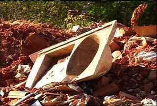 Lixo acumulado no bairro Mirandão incomoda moradores do Crato - Secretário de limpeza da região disse, em entrevista, que deve realizar um multirão na região, na próxima semana.
