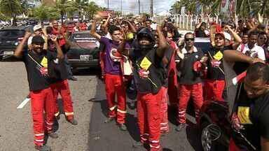 Colegas de trabalhador assassinado fazem protesto em Aracaju - Colegas de trabalhador assassinado fazem protesto em Aracaju.